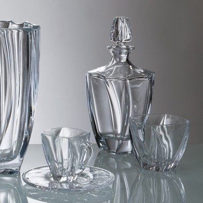 This set of Neptune decanter and six whisky tumblers will perfectly match your tableware - This whisky decanter capacity is 700ml Interesting design - Novel and superb glassware gift idea as it comes in a lovely Gift box - Dishwasher safe however hand wash recommended to preserve shine and brilliance -Part of Bohemia crystal collection