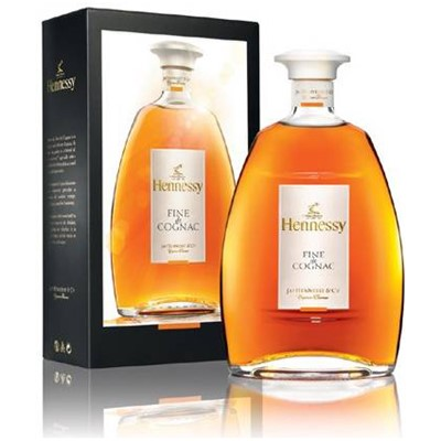 Hennessy Fine De Cognac  A new blend elegant and floral with naturally well balanced tones. Its delicate bouquet delights young consumers who are traditional in their tastes but open to new adventures and experiences.  Its bouquet of citrus blossoms and cinnamon precedes a flavour of candied mandarin forming a palpable harmony.An ideal cognac to be enjoyed straight or on the rocks increasingly employed in long or mixed drinks. . Price includes free UK Mainland Delivery, and Exports and international delivery available.