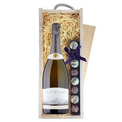 Cloudy Bay Pelorus Sparkling Wine 75cl & Champagne Truffles, Wooden Box