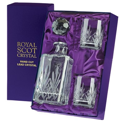 The traditional hand cut diamonds and fan design embodies the spirit of the glassmaker. This distinguished wine suite was inspired by the Highlands of Scotland.  The Royal Scot Crystal Highland Whisky Set comprises of a Highland Square Spirit Decanter and 2 Whisky tumblers.