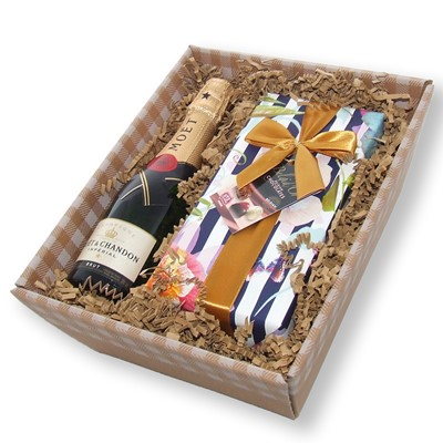 Mini Moet Brut Champagne and chocolates in tray - A beautiful hand packed Mini Moet Brut Champagne along with a wrapped box of chocolates. Have an evening of pure indulgence or buy and send as a gift.