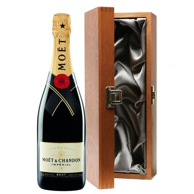 Moet & Chandon Brut Champagne 75cl in Luxury Gift Box